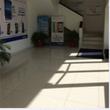 Local comercial con mezzanine en renta en Av. Garza Sada en esquina