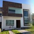 Preciosa Casa en Grand Juriquilla, Lago, Alberca, 3 Recámaras, Estudio, Jardín..
