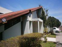 Ampla casa com 1.000 m2 de área de terreno no CIC
