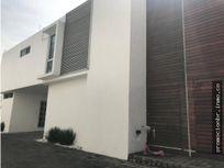 Venta de Casa en Condominio en Lomas de Cortes