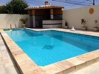 Casa com 5 quartos, sendo 3 suítes, Piscina e Churrasqueira em Condomínio Fechado em Villas
