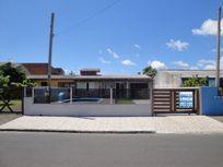 Casa com piscina em bairro residencial, Courhasa, Imbé.
