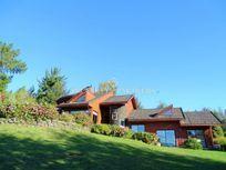 Casa con atractiva arquitectura en Club de Campo los Riscos