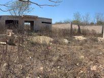 Terreno con construcción en obra negra en Chichi Suarez