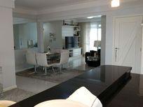 Vendo excelente apartamento com terraço e piscina, totalmente plano em excelente localização a 200 metros da Beira mar do Estreito Florianópolis SC