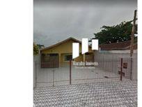 Casa isolada com edícula em Praia Grande SP.