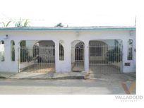 Casa en venta con amplio lote en Santa Lucía