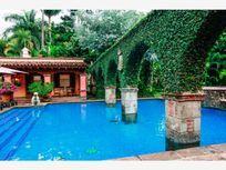 Casa en Venta en OPORTUNIDAD UNICA,HERMOSOHOTEL EN EL CENTRO DE CUERNAVACA, FUNCIONANDO, 10 HAB.