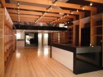 Loja para locação em Perdizes, com 140 m² mais mezanino. Decoração de excelente padrão, pronta para diversas ramos de atividade!