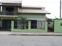 Casa com 04 dormitórios em Navegantes-Centro