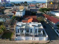 Casa com 3 quartos e 2 Vagas, Balneário Piçarras, Centro, por R$ 318.000