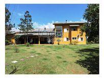 Magnífica propriedade dentro do Condomínio Granja Viana II