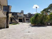 Renta de bodega con amplio terreno para resguardo vehicular, Centro de Mérida