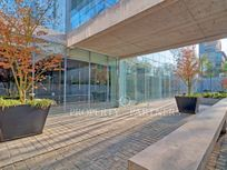 Estupendo local comercial en moderno edificio de diseño arquitectónico, Vitacura