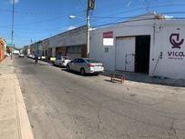 Amplia bodega en calle transitada y cercana al centro de Mérida.