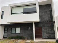 Se Renta Preciosa Casa en La Condesa Juriquilla, 4ta Recamara en PB, Jardín,.