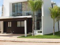 Casa en venta para entrega inmediata en privada en Temozón, excelentes acabados