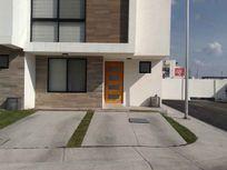 Casa en Privada con Alberca en Refugio