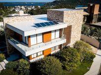 Casa Mobiliada, em condomínio na Lagoa da Conceição!!
