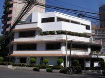 Renta edificio con uso comercial de  tres pisos en Felix Parra.