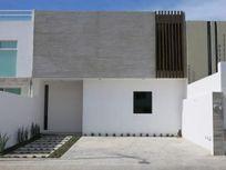 Preciosa Casa PREMIUM en Hacienda Juriquilla, Frente a Superama, Doble Altura