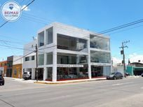 Céntrico y moderno Edificio en RENTA.