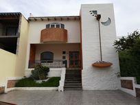 Preciosa casa en renta en Cumbres del Cimatario, 3 rec, estudio