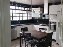 Casa en Arboledas, iluminada, vista panorámica, espacios amplios.