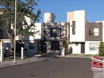 Preciosa Casa en Sonterra, 3 Recámaras, 2.5 Baños, Sala de TV, Jardín, Seguridad