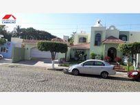 Casa en Venta en venta; hermosa casa con alberca y dos cocheras; excelente ubicación