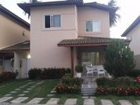 Casa em Villas do Atlântico, em Condomínio Fechado. Sendo 03 suites.