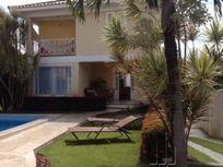 Casa em Condomínio Fechado em Buraquinho, Lauro de Freitas sendo 4 quartos e 3 suítes.
