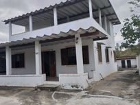 Ampla casa próxima a lagoa - Araruama - Rj.