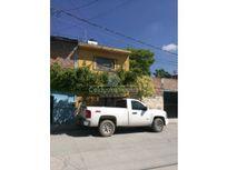 Casa en Venta Col Lagos, 4 recámaras