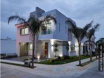 Casa 172-H en La Cima con Acabados de Lujo