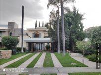 Residencia en Valle Real con Amplios Espacios