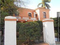 Historica villa colonial en Avenida Colon