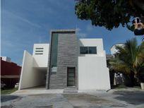 Casa en venta frente a Burgos.