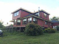 Hermosa casa ubicada en el sector de Llicaldad, Castro