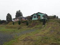 Sitio con dos cabañas en Putemun.