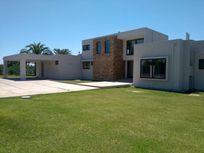 Arriendo Casa Estilo Moderno De 500 M2 construidos, 2.500 M2
