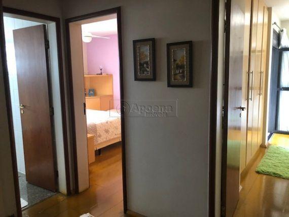 """Apartamento com 3 quartos e Playground, Barueri, <span itemprop=""""addressLocality"""">Alphaville</span>, por <span itemscope="""""""" itemtype=""""http://schema.org/TradeAction""""><span itemprop=""""price"""">R$ 990.000</span></span>"""