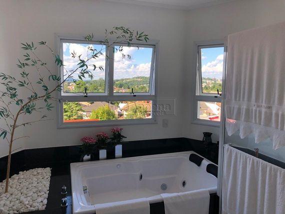 """Casa com 4 quartos e Quadra poli esportiva, São Paulo, <span itemprop=""""addressLocality"""">Santana de Parnaíba</span>, por <span itemscope="""""""" itemtype=""""http://schema.org/TradeAction""""><span itemprop=""""price"""">R$ 3.700.000</span></span>"""