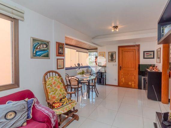 """Apartamento com 3 quartos e Elevador, Porto Alegre, <span itemprop=""""addressLocality"""">Petrópolis</span>, por <span itemscope="""""""" itemtype=""""http://schema.org/TradeAction""""><span itemprop=""""price"""">R$ 640.000</span></span>"""