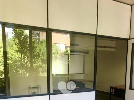 "Escritório com Copa, Rio Grande do Sul, <span itemprop=""addressLocality"">Porto Alegre</span>, por <span itemscope="""" itemtype=""http://schema.org/TradeAction""><span itemprop=""price"">R$ 5.500</span></span>"