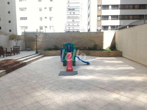 """Apartamento com 3 quartos e Armario cozinha na <span itemprop=""""streetAddress"""">Rua Batataes</span>, São Paulo, <span itemprop=""""addressLocality"""">Jardins</span>, por <span itemscope="""""""" itemtype=""""http://schema.org/TradeAction""""><span itemprop=""""price"""">R$ 2.500.000</span></span>"""