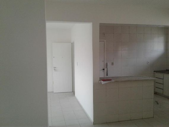 """Apartamento com 3 dormitórios à venda, 98 m² por <span itemscope="""""""" itemtype=""""http://schema.org/TradeAction""""><span itemprop=""""price"""">R$ 200.000</span></span>- <span itemprop=""""addressLocality"""">Varjota</span> - Fortaleza/CE"""