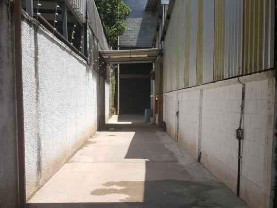 """Galpão para alugar, 554 m² por <span itemscope="""""""" itemtype=""""http://schema.org/TradeAction""""><span itemprop=""""price"""">R$ 8.500</span></span>/mês - <span itemprop=""""addressLocality"""">Campanário</span> - Diadema/SP"""