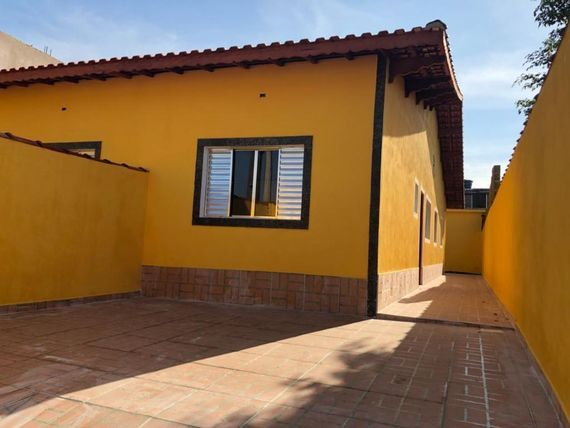 "Entrada <span itemscope="""" itemtype=""http://schema.org/TradeAction""><span itemprop=""price"">R$ 146.000</span></span>mil + saldo super facilitado. Casa com 2 dormitórios à venda, 56 m² por R$ 146.900 - Jardim Leonor - <span itemprop=""addressLocality"">Mongaguá</span>/SP"