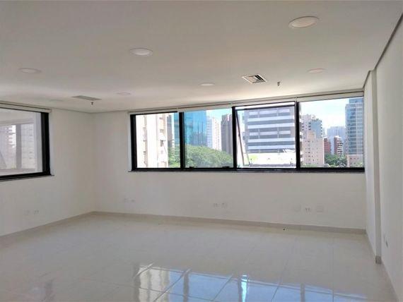 """50 m² por <span itemscope="""""""" itemtype=""""http://schema.org/TradeAction""""><span itemprop=""""price"""">R$ 2.500</span></span>/mês - Indianópolis - São Paulo/SP"""
